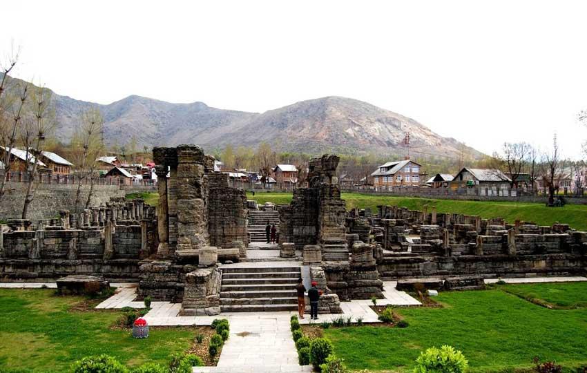 Pulwama - honeymoon in Kashmir